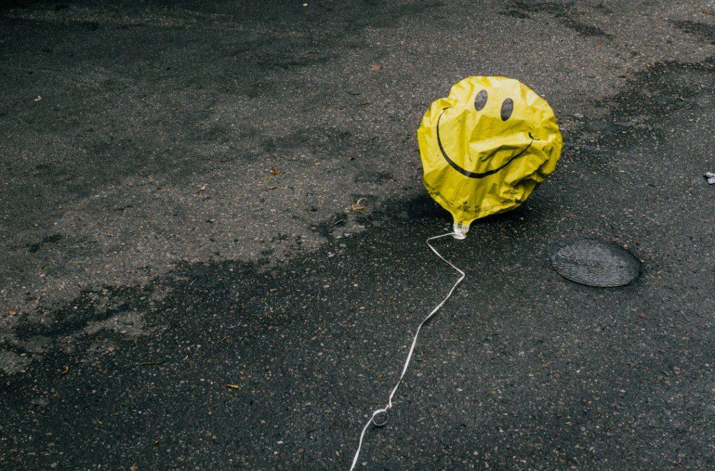 Cuando ser feliz se convierte en una exigencia
